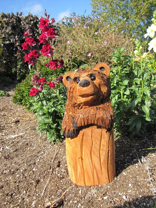 Bear chainsaw carving lenny chain saw